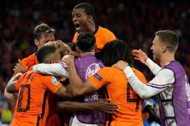 Dumfries, autor do gol da vitória, teve atuação de destaque em vitória da Holanda (Foto: PETER DEJONG / POOL / AFP)