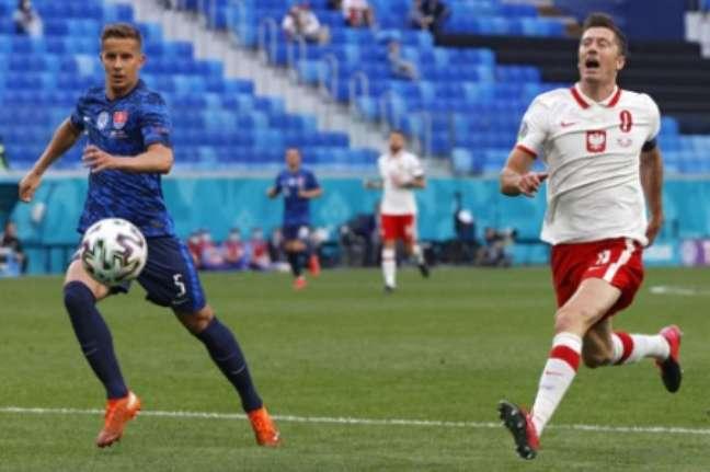 Lewandowski não foi bem (Foto: EVGENIA NOVOZHENINA/POOL/AFP)