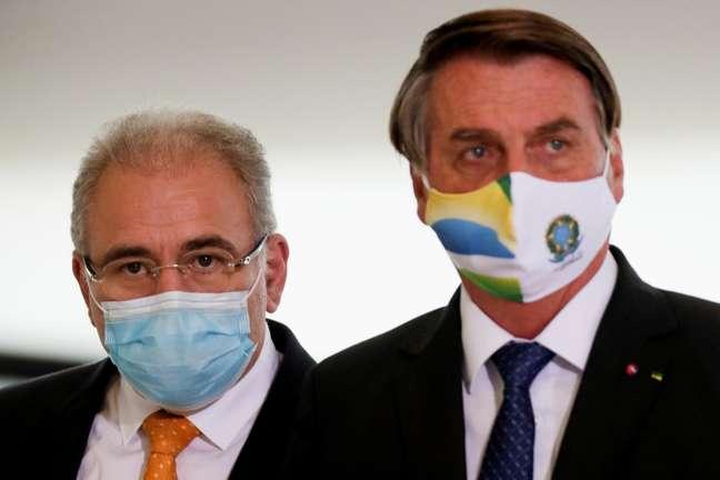 Ministro da Saúde diz que vacinará Bolsonaro 'quando ele assim desejar'