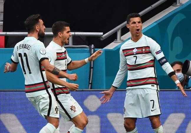 Cristiano Ronaldo marcou duas vezes na estreia de Portugal na Eurocopa
