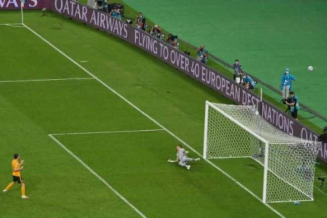 Pênalti perdido por Gareth Bale (Foto: DAN MULLAN / POOL / AFP)