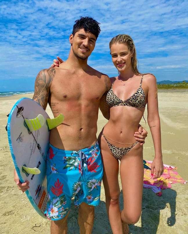 Gabriel Medina e a esposa, a modelo Yasmin Brunet
