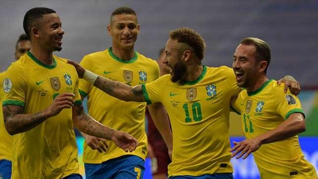 Brasil tem chance de encaminhar classificação no Grupo B (NELSON ALMEIDA / AFP)