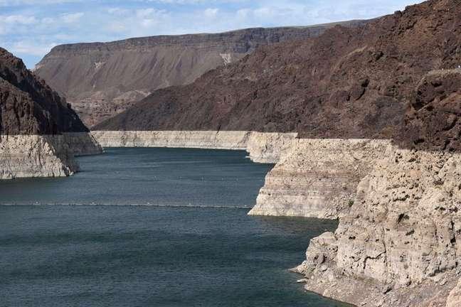 Reservatório da represa Hoover diminui a nível recorde, em sinal de seca extrema, perto de Las Vegas, Nevada, EUA 09/06/2021 REUTERS/Bridget Bennett
