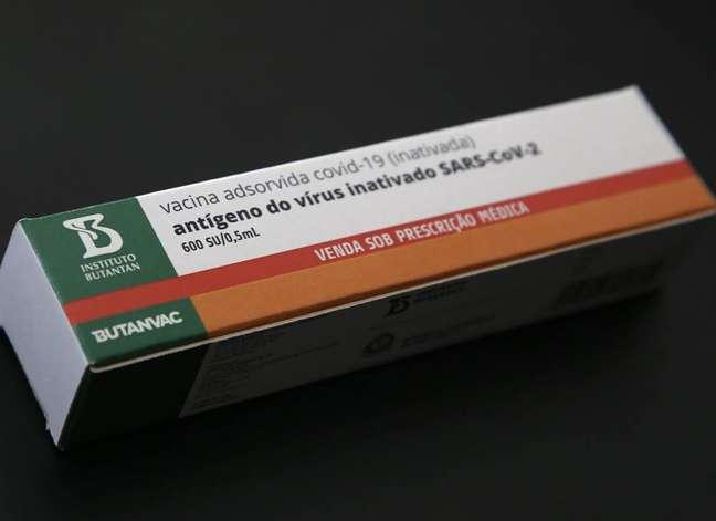 Caixa da Butanvac, a vacina que está sendo desenvolvida pelo Instituto Butantan