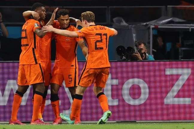 Holandeses conseguiram vitória tranquila (Foto: DEAN MOUHTAROPOULOS / POOL / AFP)