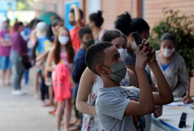 Vacinação de jovens em Betim 16/6/2021 REUTERS/Washington Alves