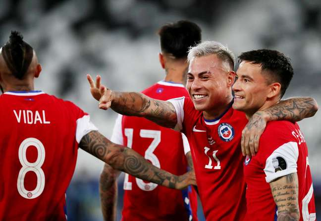 Eduardo Vargas comemora gol pelo Chile na Copa América