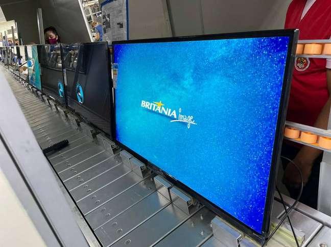Televisãoda marca brasileira Britânia, que, ao lado da Mondial e da Multilaser, busca espaço emmercado dominado por fabricantes estrangeiras.