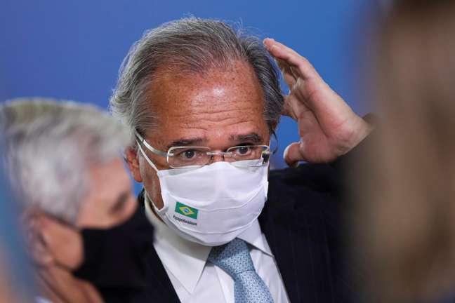 Guedes justifica declaração sobre fome e diz que se referiu à 'sobra limpa'