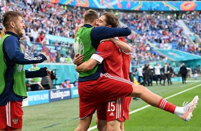 Rússia está em boa posição em busca de vaga nas oitavas de final (Foto: Kirill KUDRYAVTSEV / POOL / AFP)