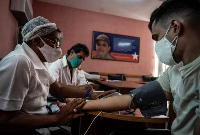 Teste clínico da vacina cubana Soberana 02, em Havana, 24 de março de 2021