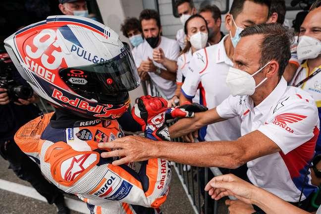 Marc Márquez e Alberto Puig celebram vitória em Sachsenring
