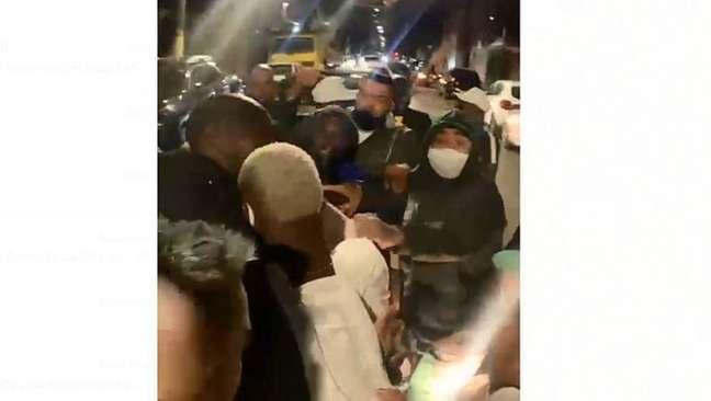 Patrick de Paula, volante do Palmeiras, é flagrado por torcedores em festa clandestina