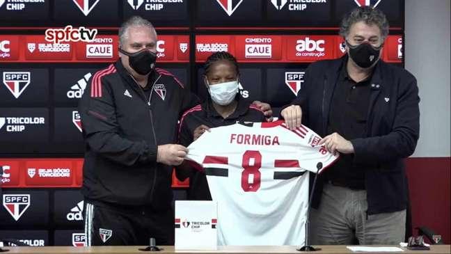 Formiga foi apresentada como nova jogadora do São Paulo (Foto: Reprodução/SPFCTV)