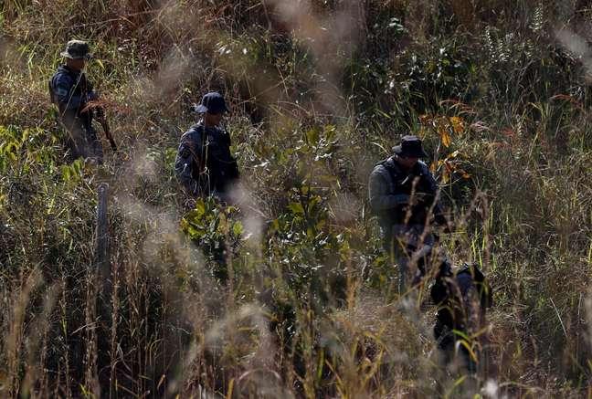 Policiais trabalham para capturar Lázaro Barbosa, suspeito de assassinatos em série e que está foragido há mais de uma semana, em Girassol, distrito do município de Cocalzinho de Goiás (GO)