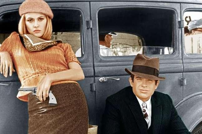 """Faye Dunaway e Warren Beatty em cena de """"Bonnie e Clyde - Uma Rajada de Balas"""" (1967)"""