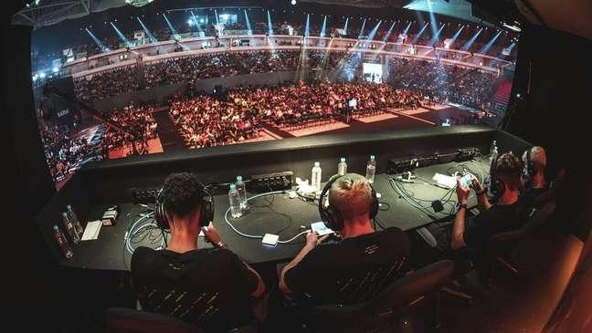 Competições profissionais de Free Fire atraem multidões de fãs