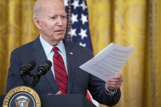 Biden acusa China de atacar autonomia de Hong Kong