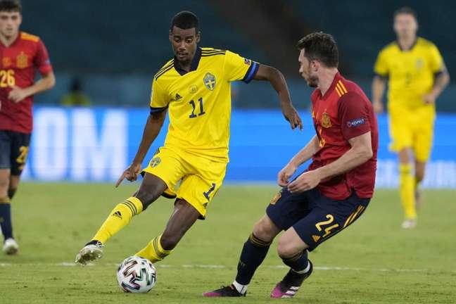 Isak foi titular em todos os jogos da Suécia na Eurocopa (Foto: THANASSIS STAVRAKIS / POOL / AFP)