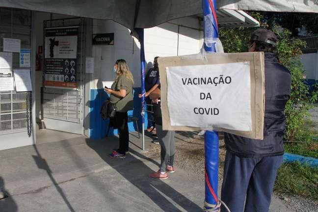 Vacinação contra covid-19 na UBS Jardim Guanabara, zona oeste de São Paulo
