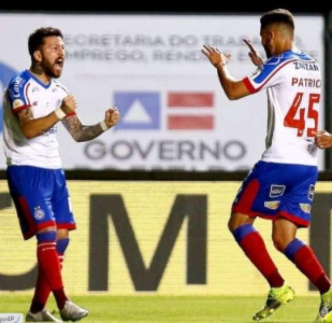 Rossi e Patrick vibram com vitória do Bahia contra o Athletico-PR (Foto: Divulgação/Bahia)