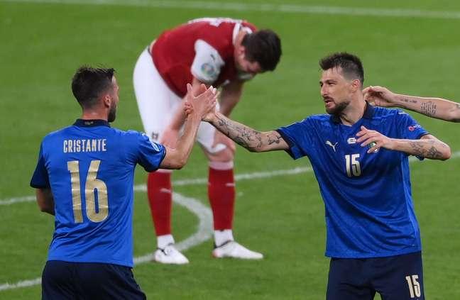 Jogadores da Itália comemoram vitória na Eurocopa