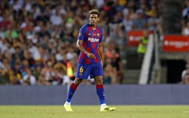 Todibo somou poucos jogos e vários empréstimos no Barcelona (Foto: Divulgação / Barcelona / Site oficial)