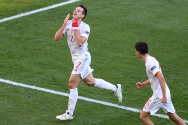 Azpilicueta marcou seu primeiro gol pela Espanha (Foto: WOLFGANG RATTAY / AFP / POOL)