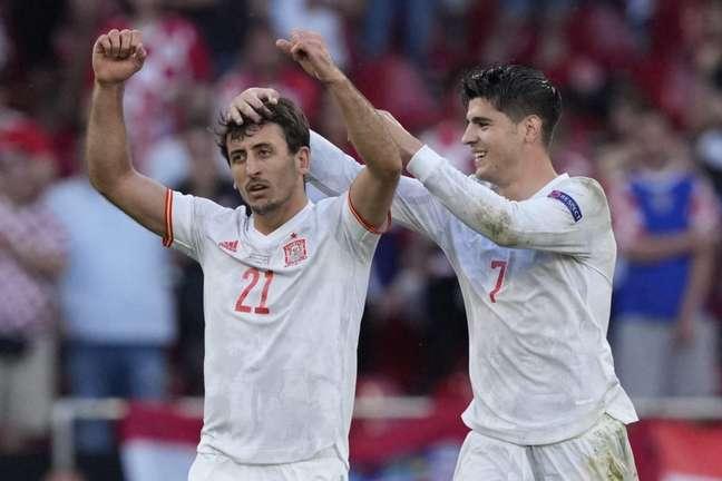 Oyarzabal e Morata foram os heróis espanhóis na prorrogação (Foto: MARTIN MEISSNER / POOL / AFP)