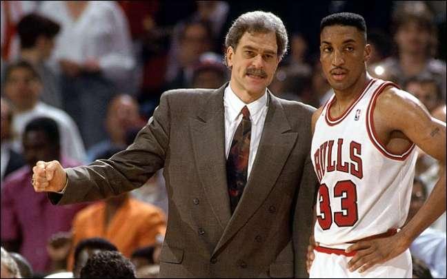 O técnico Phil Jackson treinou Scottie Pippen no Chicago Bulls