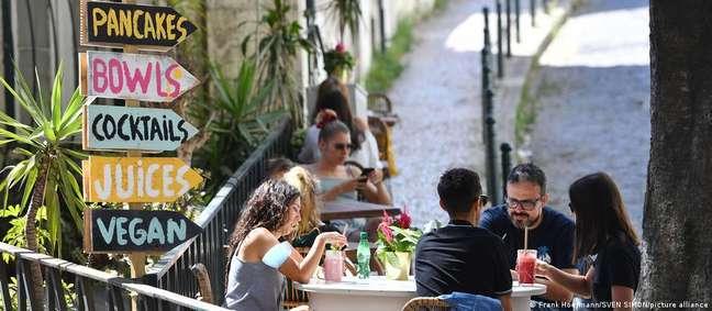 Bares e restaurantes em Lisboa operam sob restrições devido ao avanço da variante delta