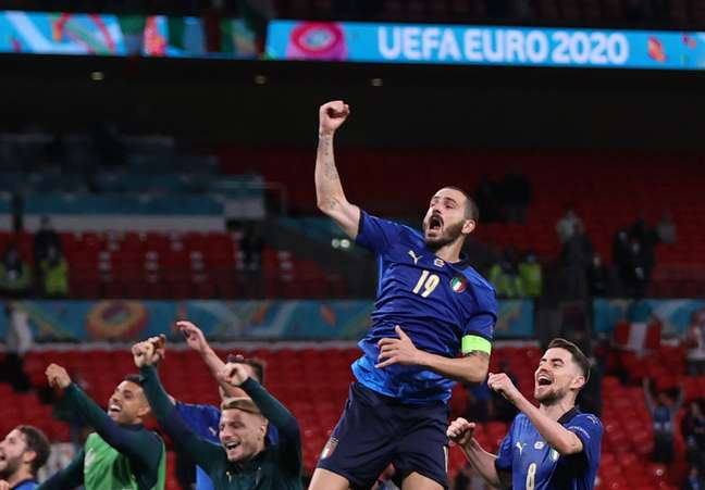 Jogadores da Itália comemoram vaga nas quartas de final