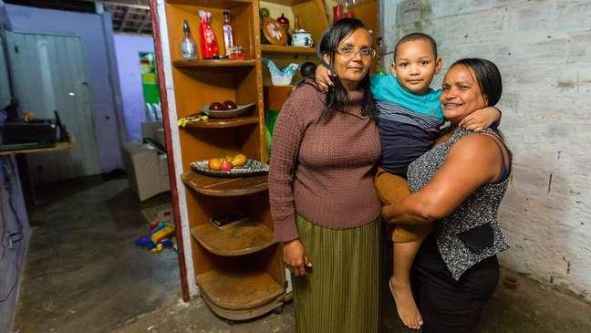 Erik e suas duas avós, Ana Lucia (esquerda) e Alessandra (direita)