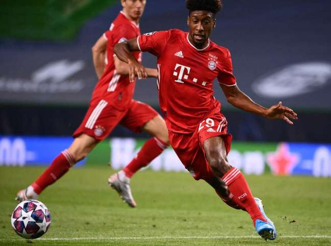 Coman busca saída do Bayern de Munique (Foto: FRANCK FIFE / POOL / AFP)