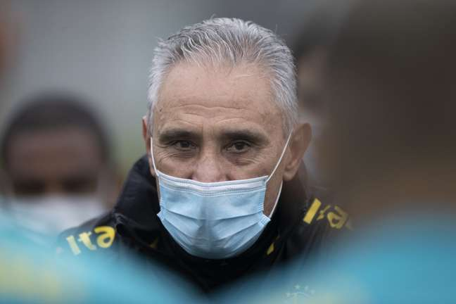 Tite durante treino da Seleção na Granja Comary Lucas Figueiredo/CBF