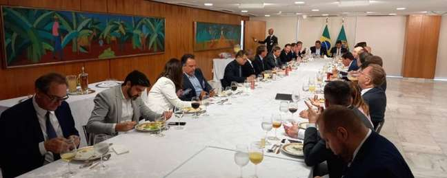 O almoço entre Jair Bolsonaro e os representantes dos clubes. (Foto: Divulgação)