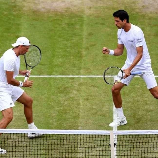 Campeões em 2017, Melo (à dir.) e Kubot avançaram às oitavas de final em Wimbledon