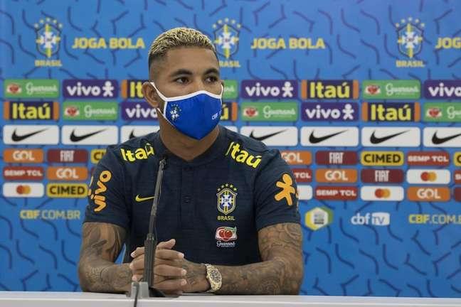 CBF afirmou que Douglas Luiz optou por usar a 25 (Foto: Lucas Figueiredo /CBF)