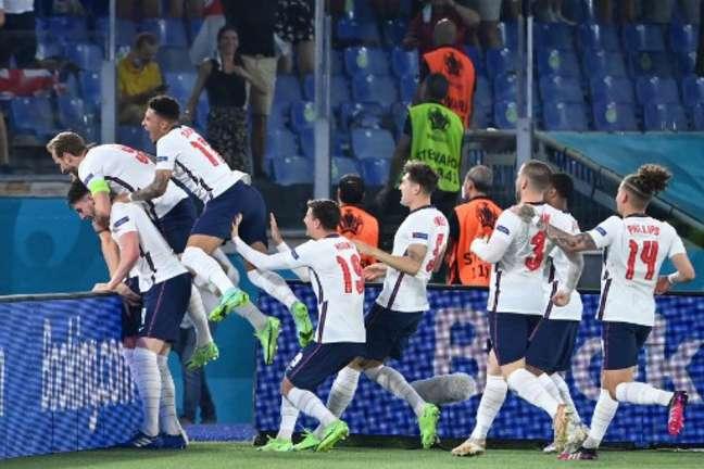 Ingleses avançaram para as semifinais com tranquilidade (Foto: ALBERTO PIZZOLI / POOL / AFP)