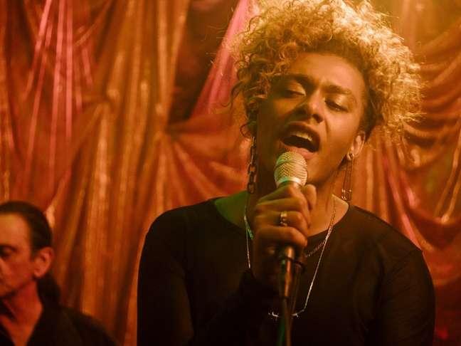 """A cantora Liniker em cena da série """"Manhãs de Setembro"""", no Amazon Prime Video"""