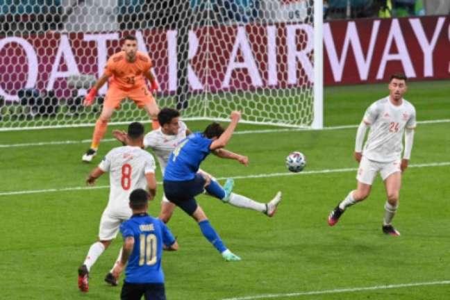 Chiesa marcou seu segundo gol nesta Eurocopa (Foto: FACUNDO ARRIZABALAGA / POOL / AFP)