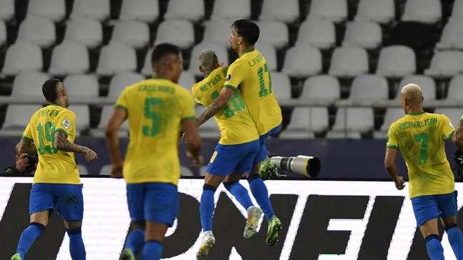 Seleção comemora o gol de Lucas Paquetá (MAURO PIMENTEL / AFP
