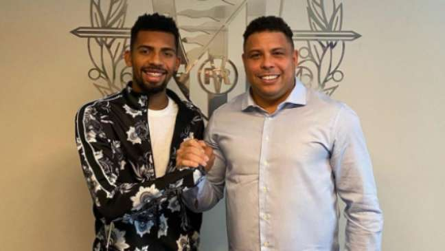 Jogador foi recebido por Ronaldo no Valladolid (Divulgação)