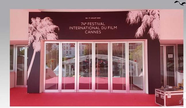 Porta principal do Palais des Festivals, o QG do Festival de Cannes