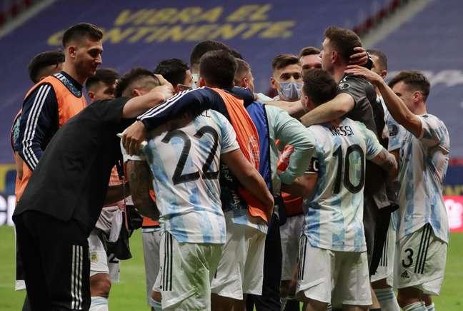 Jogadores do Argentina comemoram classificação para a final