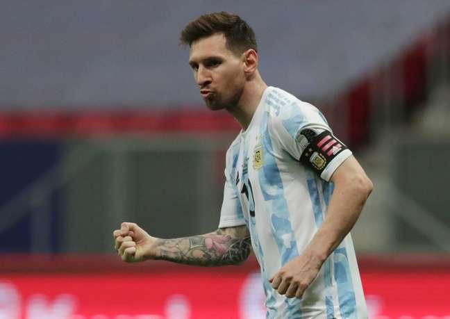Messi comemora após converter cobrança de pênalti contra a Colômbia na semifinal