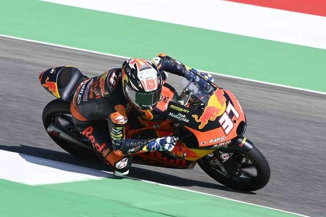 Pedro Acosta lidera a Moto3 em 2021 com 48 pontos de vantagem