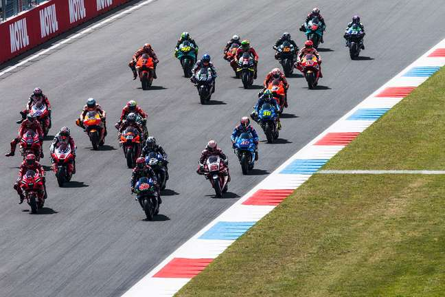 A largada da MotoGP em Assen
