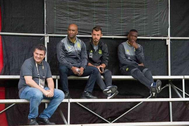 Roberto Drummond (ao lado de Juan) foi o autor de áudio vazado (Foto: Alexandre Vidal/Flamengo)
